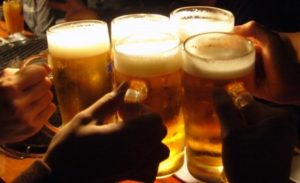 ビール 飲食 証券市場新聞